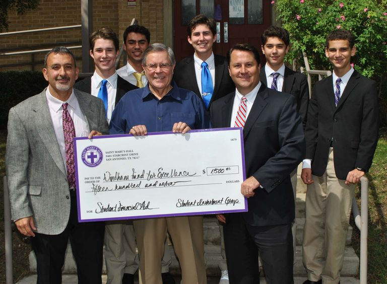 SMH Student Investment Group Gives Back